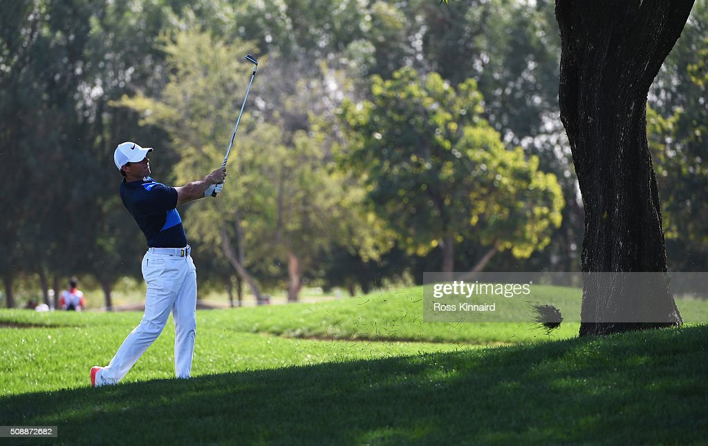 <a gi-track='captionPersonalityLinkClicked' href=/galleries/search?phrase=Rory+McIlroy&family=editorial&specificpeople=783109 ng-click='$event.stopPropagation()'>Rory McIlroy</a> of Northern Ireland plays his second shot on the 16th hole during the final round of the Omega Dubai Desert Classic at the Emirates Golf Club on February 7, 2016 in Dubai, United Arab Emirates.