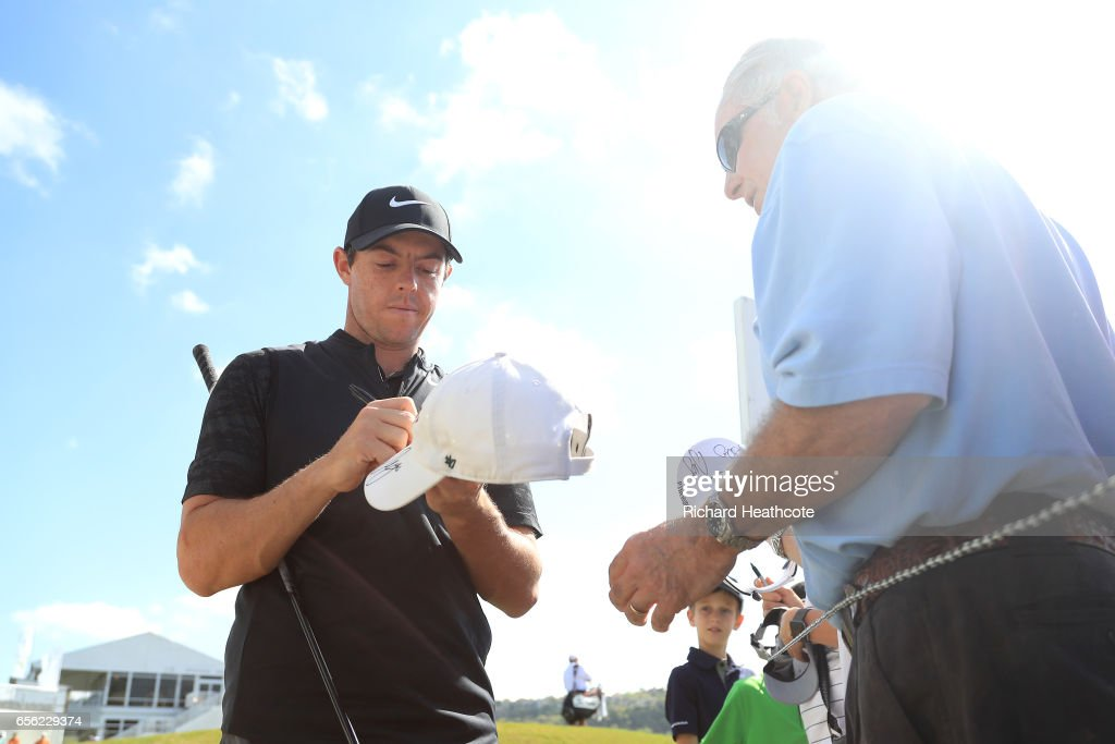 Rory McIlroy of Northern Ireland signs autographs for fans during a practise round for the WGC Dell Match Play at Austin Country Club on March 21, 2017 in Austin, Texas.