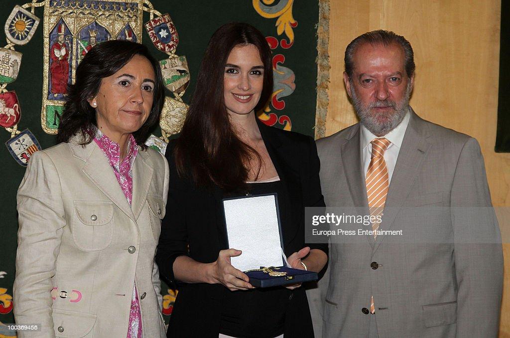 Rosa Aguilar, Paz Vega and Fernando Villalobos attend the Seville Golden Medal Ceremony at Seville Province Day on May 23, 2010 in Seville, Spain.