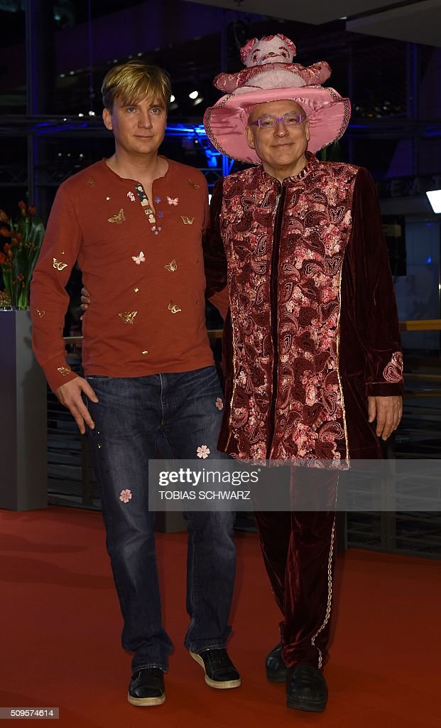 Rosa von Praunheim (r) and Freund Oliver Sechting arrive for film 'Hail, Caesar!' screening during opening film of the 66th Berlinale Film Festival in Berlin on February 11, 2016. / AFP / TOBIAS SCHWARZ