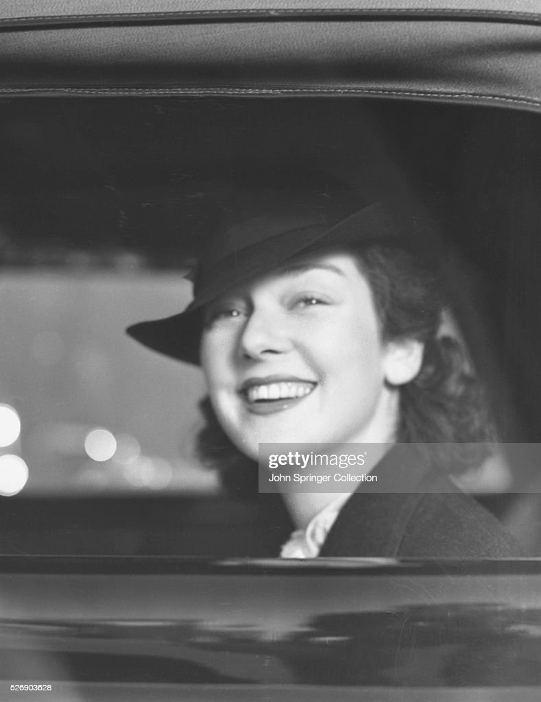 <a gi-track='captionPersonalityLinkClicked' href=/galleries/search?phrase=Rosalind+Russell&family=editorial&specificpeople=206523 ng-click='$event.stopPropagation()'>Rosalind Russell</a> Smiling