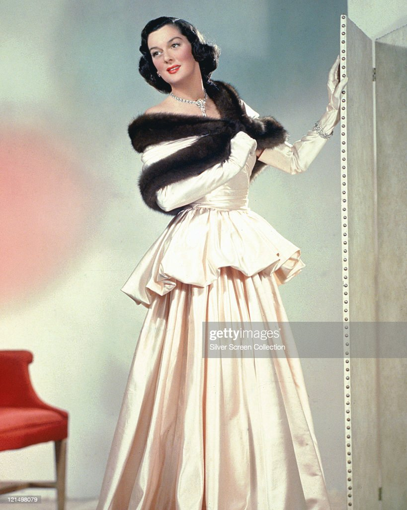 <a gi-track='captionPersonalityLinkClicked' href=/galleries/search?phrase=Rosalind+Russell&family=editorial&specificpeople=206523 ng-click='$event.stopPropagation()'>Rosalind Russell</a> (1907-1976), US actress, wearing a long dress with a black fur stole, circa 1940.