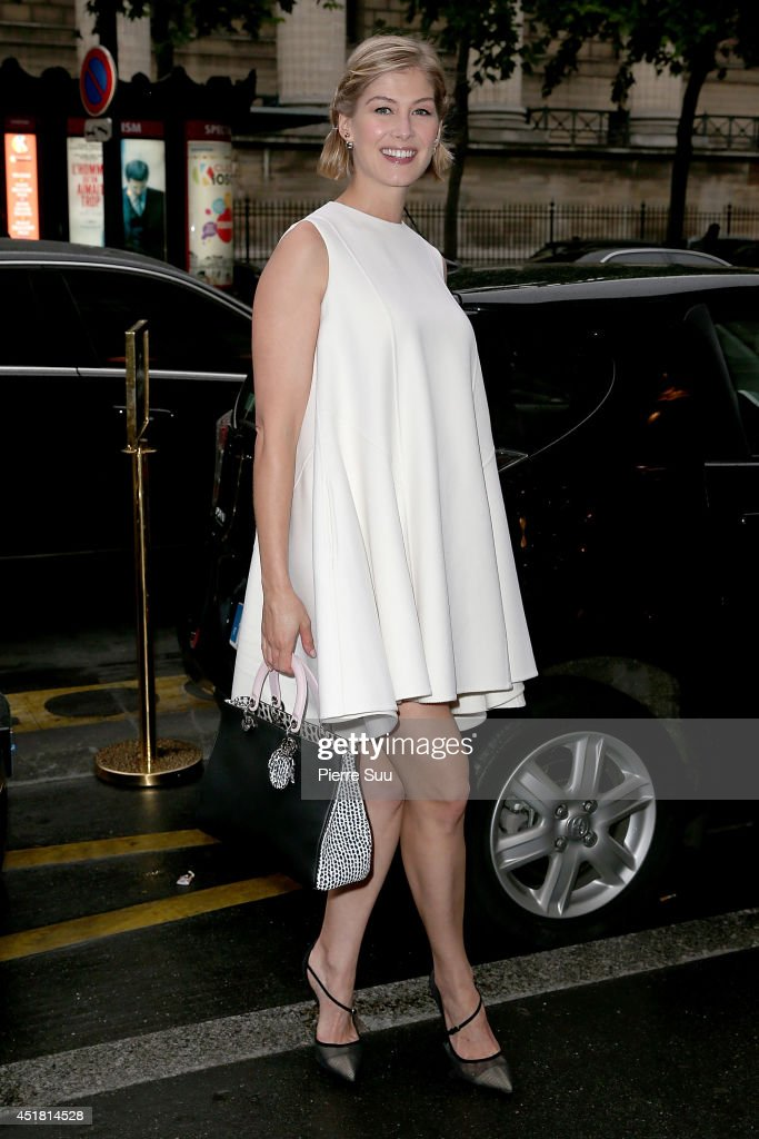<a gi-track='captionPersonalityLinkClicked' href=/galleries/search?phrase=Rosamund+Pike&family=editorial&specificpeople=208910 ng-click='$event.stopPropagation()'>Rosamund Pike</a> arrives at a 'Dior' dinner on July 7, 2014 in Paris, France.