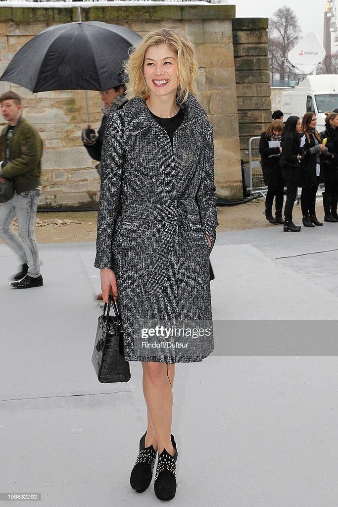 <a gi-track='captionPersonalityLinkClicked' href=/galleries/search?phrase=Rosamund+Pike&family=editorial&specificpeople=208910 ng-click='$event.stopPropagation()'>Rosamund Pike</a> arrives to attend the Christian Dior Spring/Summer 2013 Haute-Couture show as part of Paris Fashion Week at on January 21, 2013 in Paris, France.