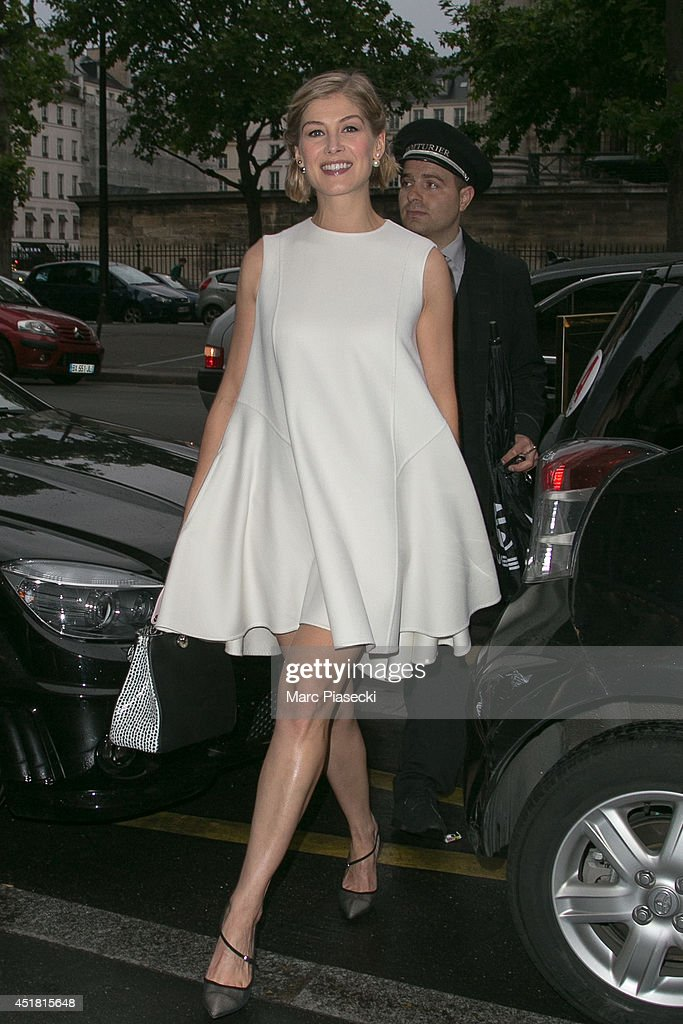 <a gi-track='captionPersonalityLinkClicked' href=/galleries/search?phrase=Rosamund+Pike&family=editorial&specificpeople=208910 ng-click='$event.stopPropagation()'>Rosamund Pike</a> arrives to attend the Dior Private Dinner as part of Paris Fashion Week - Haute Couture Fall/Winter 2014-2015 at on July 7, 2014 in Paris, France.