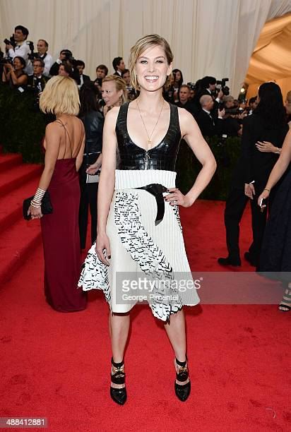Rosamund Pike attends the 'Charles James Beyond Fashion' Costume Institute Gala at the Metropolitan Museum of Art on May 5 2014 in New York City