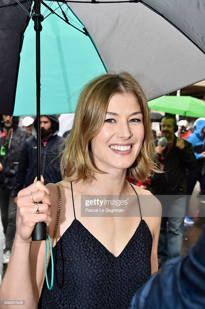 <a gi-track='captionPersonalityLinkClicked' href=/galleries/search?phrase=Rosamund+Pike&family=editorial&specificpeople=208910 ng-click='$event.stopPropagation()'>Rosamund Pike</a> attends the F1 Grand Prix of Monaco on May 29, 2016 in Monte-Carlo, Monaco.