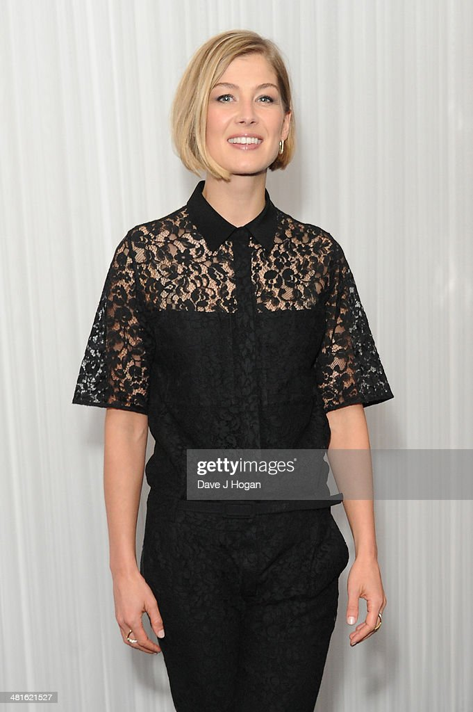 <a gi-track='captionPersonalityLinkClicked' href=/galleries/search?phrase=Rosamund+Pike&family=editorial&specificpeople=208910 ng-click='$event.stopPropagation()'>Rosamund Pike</a> attends the Jameson Empire Film Awards 2014 at The Grosvenor House Hotel on March 30, 2014 in London, England.