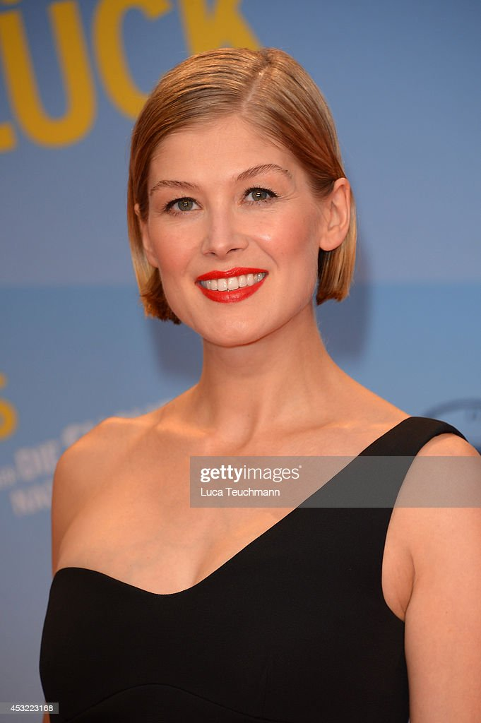 <a gi-track='captionPersonalityLinkClicked' href=/galleries/search?phrase=Rosamund+Pike&family=editorial&specificpeople=208910 ng-click='$event.stopPropagation()'>Rosamund Pike</a> attends the premiere of the film 'Hector and the Search for Happiness' (German title: 'Hectors Reise') at Zoo Palast on August 5, 2014 in Berlin, Germany.