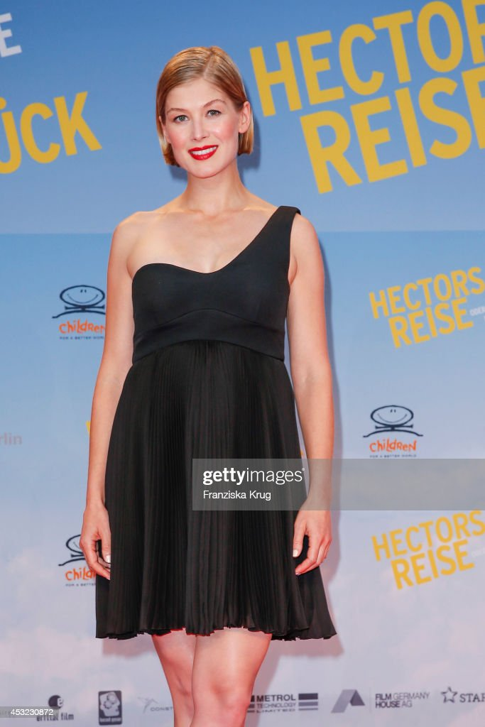 <a gi-track='captionPersonalityLinkClicked' href=/galleries/search?phrase=Rosamund+Pike&family=editorial&specificpeople=208910 ng-click='$event.stopPropagation()'>Rosamund Pike</a> attends the premiere of the film 'Hector and the Search for Happiness' (German title: 'Hectors Reise') at Zoo Palast on August 05, 2014 in Berlin, Germany.