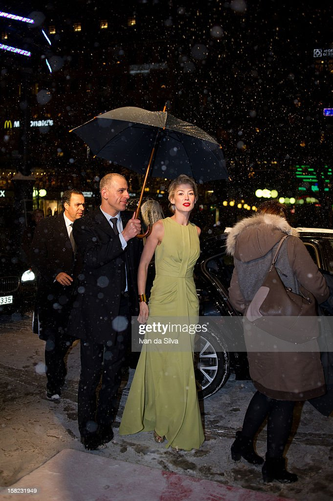 <a gi-track='captionPersonalityLinkClicked' href=/galleries/search?phrase=Rosamund+Pike&family=editorial&specificpeople=208910 ng-click='$event.stopPropagation()'>Rosamund Pike</a> attends the Swedish Premiere of 'Jack Reacher' at Multiplex Sergel on December 11, 2012 in Stockholm, Sweden.