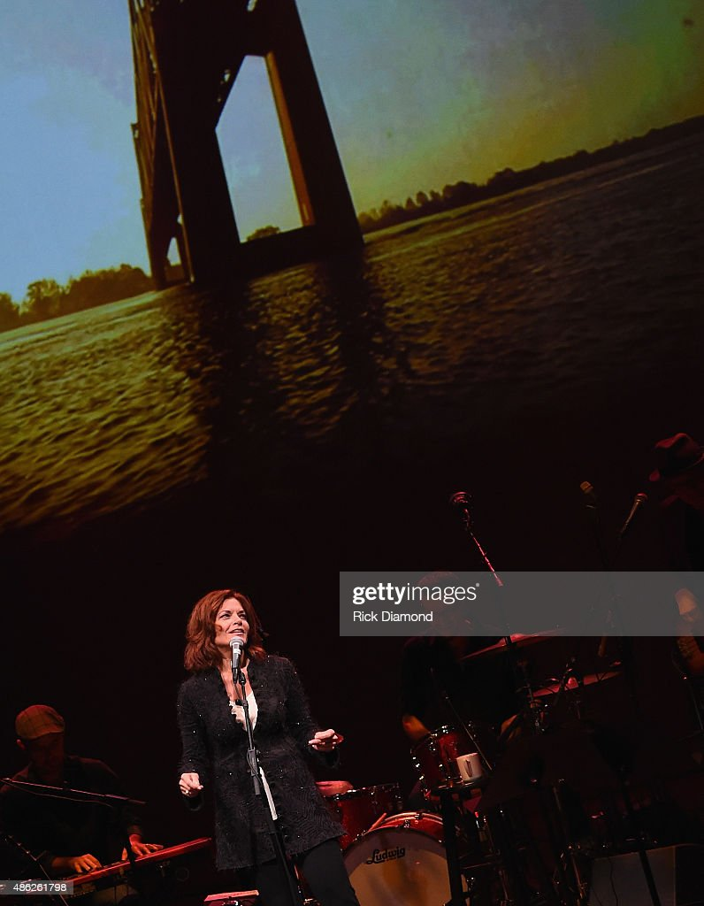 Rosanne Cash Performs 'The River And The Thread' During Her First Artist-in-Residence Show at The Country Music Hall of Fame and Museum on September 2, 2015 in Nashville, Tennessee.