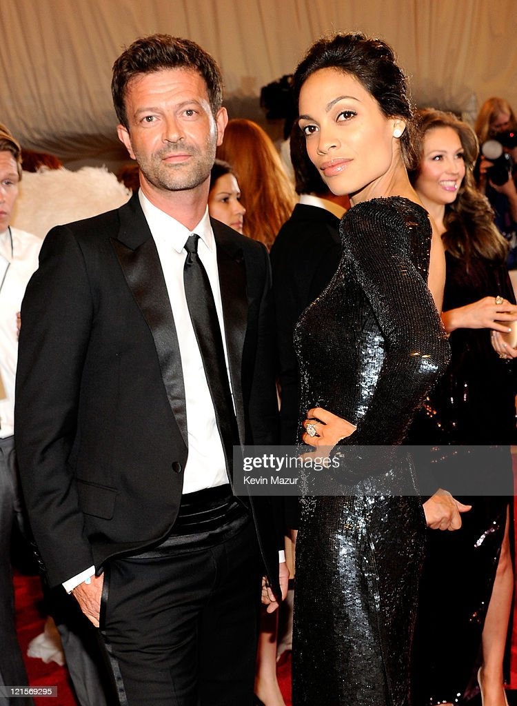 Rosario Dawson (right) attends the 'Alexander McQueen: Savage Beauty' Costume Institute Gala at The Metropolitan Museum of Art on May 2, 2011 in New York City.