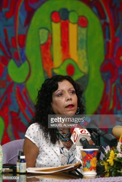 Rosario Murillo esposa del presidente electo de Nicaragua Daniel Ortega habla durante una conferencia de prensa en Managua el 03 de enero de 2007...