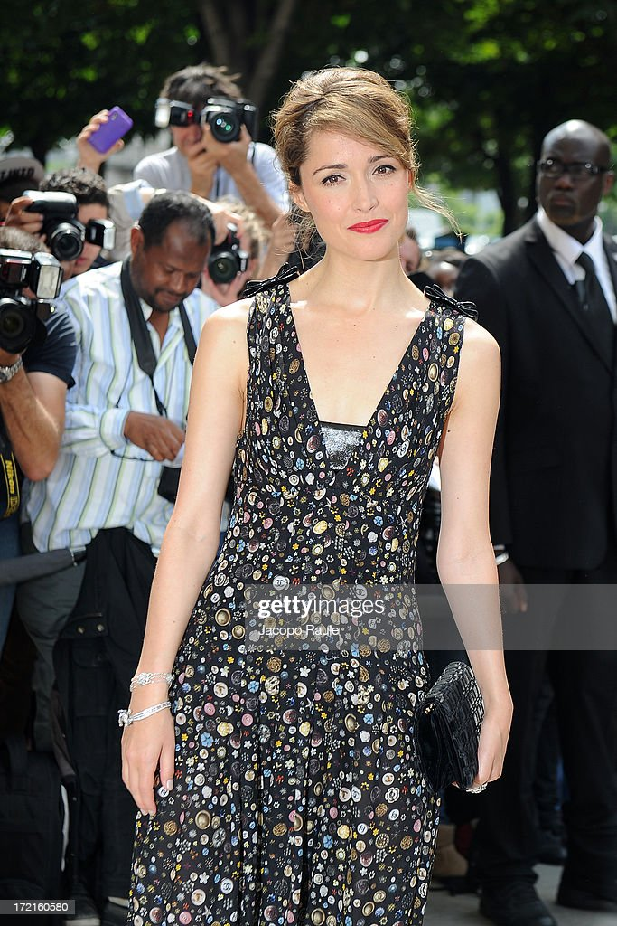 <a gi-track='captionPersonalityLinkClicked' href=/galleries/search?phrase=Rose+Byrne&family=editorial&specificpeople=206670 ng-click='$event.stopPropagation()'>Rose Byrne</a> attends the Chanel show as part of Paris Fashion Week Haute-Couture Fall/Winter 2013-2014 at Grand Palais on July 2, 2013 in Paris, France.
