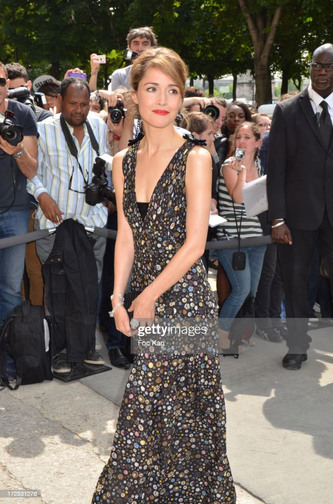 Rose Byrne attends the Chanel show as part of Paris Fashion Week Haute-Couture Fall/Winter 2013-2014 at the Grand Palais on July 2, 2013 in Paris, France.