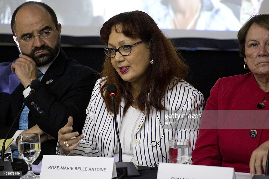 Rose Marie Antoine (C), member of the delegation of the Inter American Commission of Human Rights (IACHR), speaks in a press conference in Santo Domingo, on December 6, 2013. The IACHR visit comes after the Constitutional Court of the Dominican Republic on September stripped from their citizenship more than 250,000 Dominican-born offspring of undocumented Haitians. AFP PHOTO / Erika SANTELICES