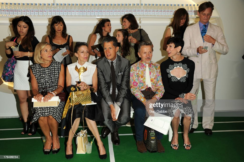 Roseanne Morrison Marilyn Kirschner Stefano Tonchi Simon Doonan Amy Fine Collins and Hamish Bowles attend the Lisa Perry presentation during...