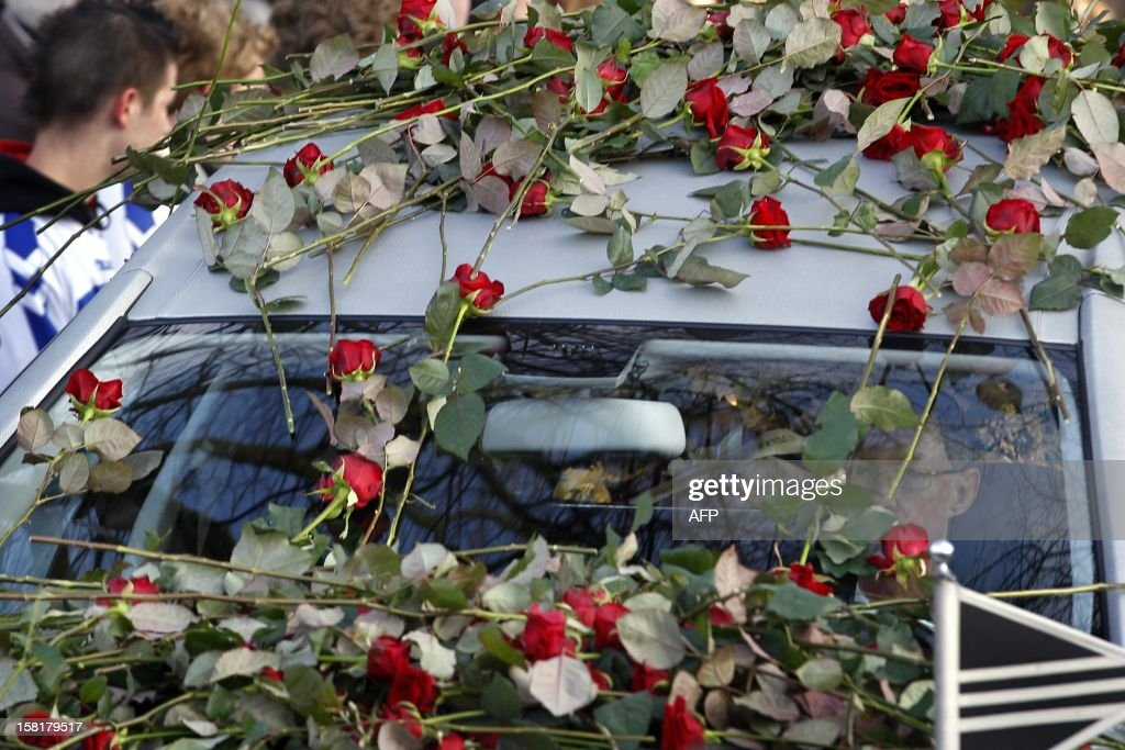 Roses have been set on the hearse carrying to the crematory the body of Richard Nieuwenhuizen, a soccer linesman who died after he was assaulted at the end of a youth game a week ago, on December 10, 2012 in Almere.