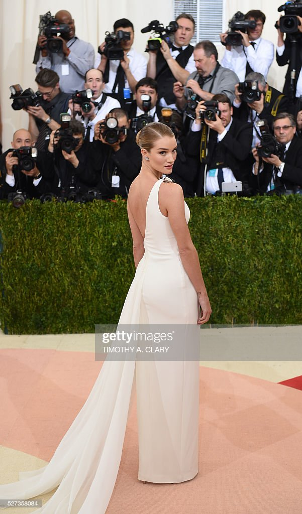 Rosie Huntington arrives for the Costume Institute Benefit at the Metropolitan Museum of Art on May 2, 2016 in New York. / AFP / TIMOTHY