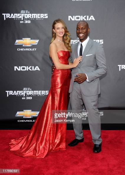 Rosie HuntingtonWhiteley and Tyrese Gibson attend the New York premiere of 'Transformers Dark Of The Moon' in Times Square on June 28 2011 in New...