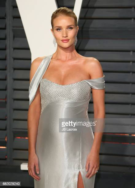 Rosie HuntingtonWhiteley attends the 2017 Vanity Fair Oscar Party hosted by Graydon Carter at Wallis Annenberg Center for the Performing Arts on...
