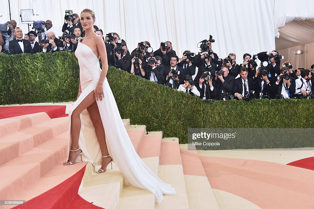 Rosie Huntington-Whiteley attends the 'Manus x Machina: Fashion In An Age Of Technology' Costume Institute Gala at Metropolitan Museum of Art on May 2, 2016 in New York City.
