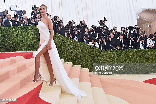 Rosie HuntingtonWhiteley attends the 'Manus x Machina Fashion In An Age Of Technology' Costume Institute Gala at Metropolitan Museum of Art on May 2...