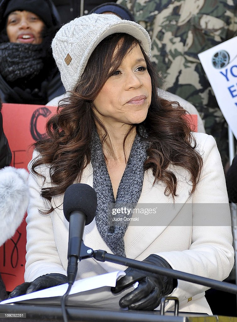 <a gi-track='captionPersonalityLinkClicked' href=/galleries/search?phrase=Rosie+Perez&family=editorial&specificpeople=171833 ng-click='$event.stopPropagation()'>Rosie Perez</a> attends the Citizen's for Access to the Arts Coalition news conference at Brooklyn Borough Hall on January 10, 2013 in the Brooklyn borough of New York City. The group is speaking out against Time Warner Cable Inc.'s decision to no longer carry the television channel Ovation.