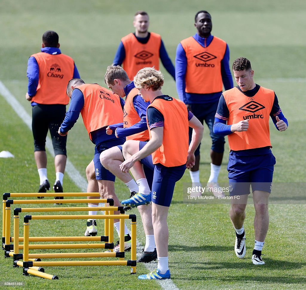 Ross Barkley (R) and team mates during the Everton training session at Finch Farm on May 5, 2016 in Halewood, England.