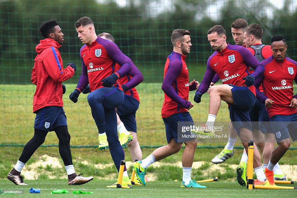<a gi-track='captionPersonalityLinkClicked' href=/galleries/search?phrase=Ross+Barkley&family=editorial&specificpeople=5806369 ng-click='$event.stopPropagation()'>Ross Barkley</a> of England warms up with his team mates during an England training session at London Colney on May 30, 2016, near St Albans, England.