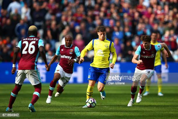 Ross Barkley of Everton battles for the ball with Havard Nordtveit Andre Ayew and Arthur Masuaku of West Ham United during the Premier League match...