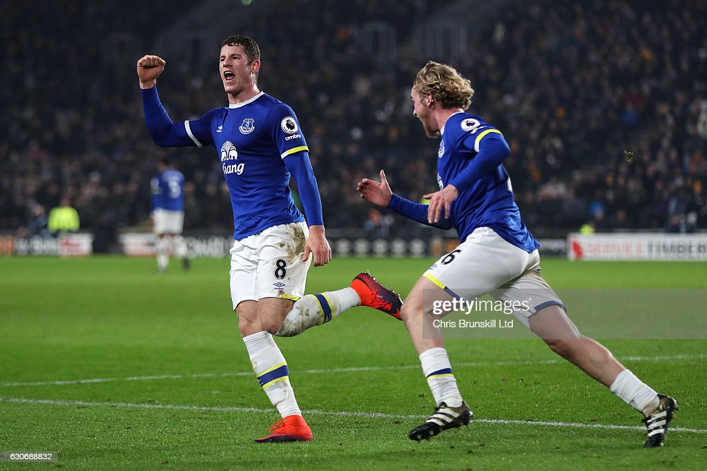 Ross Barkley of Everton celebrates scoring his team's second goal to make the score 2-2 with team-mate Tom Davies (R) during the Premier League match between Hull City and Everton at KC Stadium on December 30, 2016 in Hull, England.
