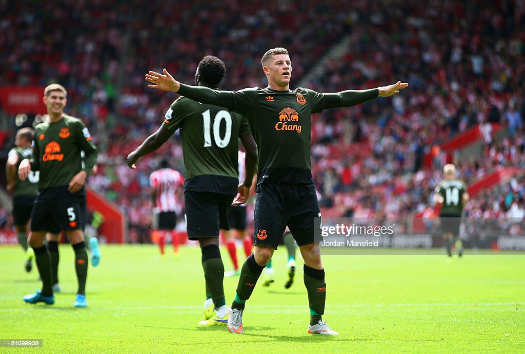 <a gi-track='captionPersonalityLinkClicked' href=/galleries/search?phrase=Ross+Barkley&family=editorial&specificpeople=5806369 ng-click='$event.stopPropagation()'>Ross Barkley</a> of Everton celebrates scoring his team's third goal during the Barclays Premier League match between Southampton and Everton at St Mary's Stadium on August 15, 2015 in Southampton, United Kingdom.