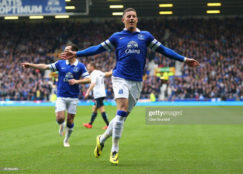 <a gi-track='captionPersonalityLinkClicked' href=/galleries/search?phrase=Ross+Barkley&family=editorial&specificpeople=5806369 ng-click='$event.stopPropagation()'>Ross Barkley</a> of Everton celebrates scoring the opening goal during the Barclays Premier League match between Everton and Manchester City at Goodison Park on May 3, 2014 in Liverpool, England.