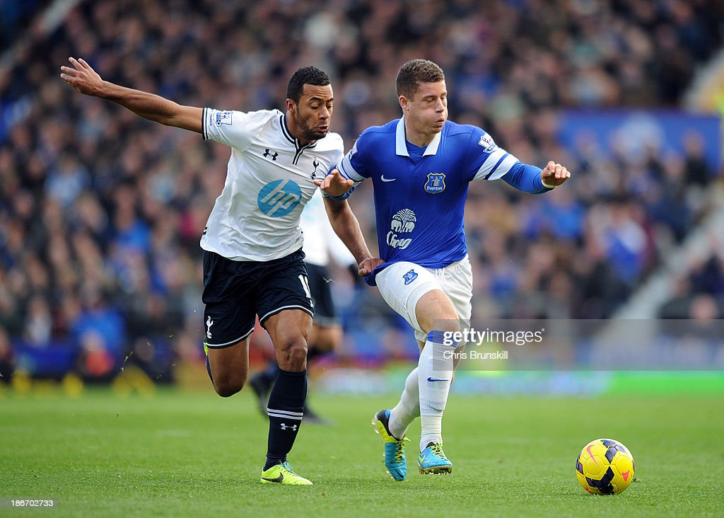 <a gi-track='captionPersonalityLinkClicked' href=/galleries/search?phrase=Ross+Barkley&family=editorial&specificpeople=5806369 ng-click='$event.stopPropagation()'>Ross Barkley</a> of Everton in action with Mousa Dembele of Tottenham Hotspur during the Barclays Premier League match between Everton and Tottenham Hotspur at Goodison Park on November 03, 2013 in Liverpool, England.