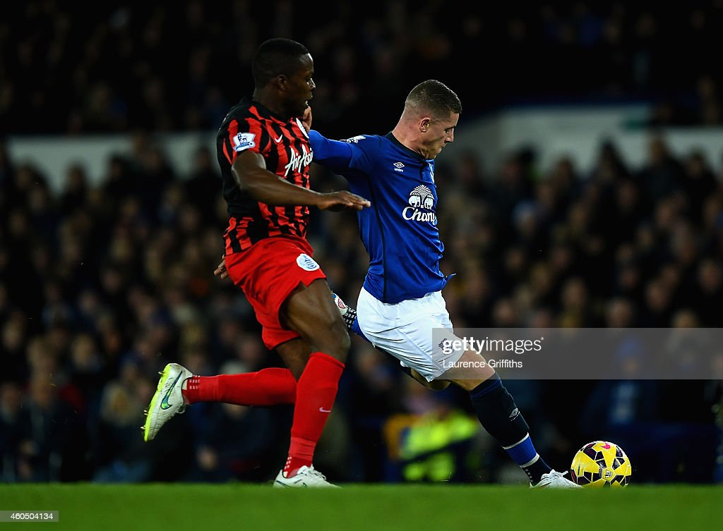 <a gi-track='captionPersonalityLinkClicked' href=/galleries/search?phrase=Ross+Barkley&family=editorial&specificpeople=5806369 ng-click='$event.stopPropagation()'>Ross Barkley</a> of Everton shoots and scores the opening goal under pressure from <a gi-track='captionPersonalityLinkClicked' href=/galleries/search?phrase=Nedum+Onuoha&family=editorial&specificpeople=2082844 ng-click='$event.stopPropagation()'>Nedum Onuoha</a> of QPR during the Barclays Premier League match between Everton and Queens Park Rangers at Goodison Park on December 15, 2014 in Liverpool, England.