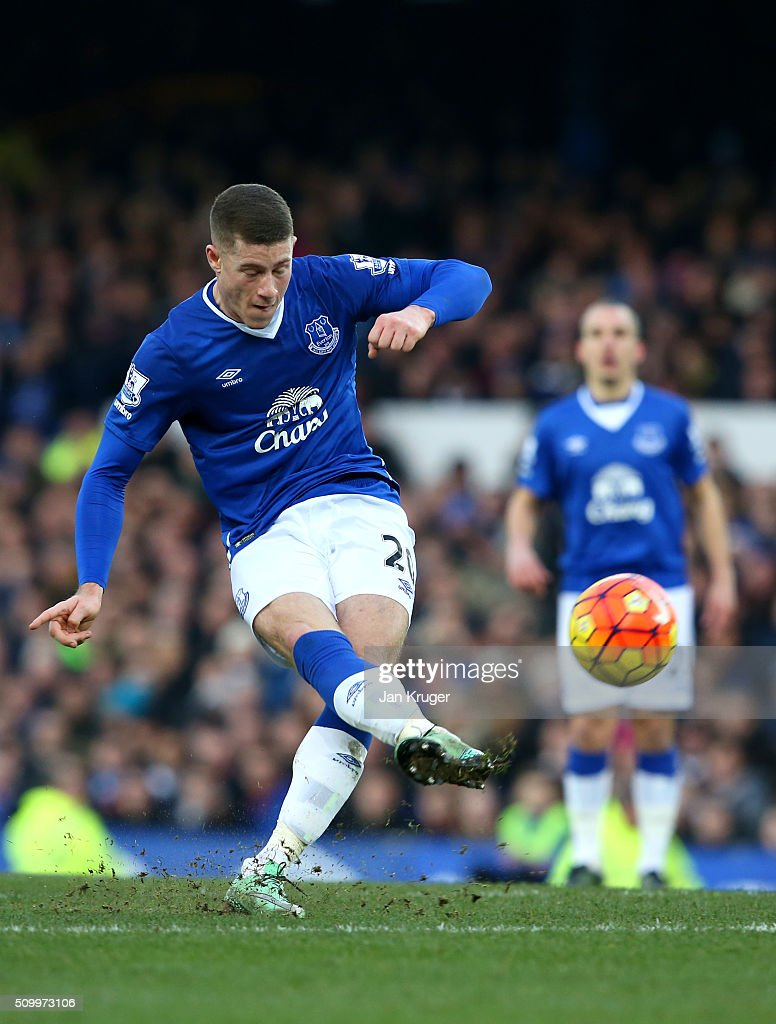 Ross Barkley of Everton shoots at goal during the Barclays Premier League match between Everton and West Bromwich Albion at Goodison Park on February 13, 2016 in Liverpool, England.