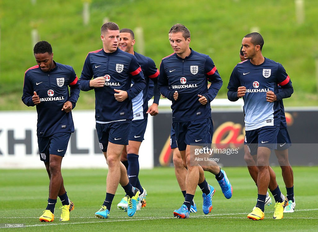 <a gi-track='captionPersonalityLinkClicked' href=/galleries/search?phrase=Ross+Barkley&family=editorial&specificpeople=5806369 ng-click='$event.stopPropagation()'>Ross Barkley</a>, <a gi-track='captionPersonalityLinkClicked' href=/galleries/search?phrase=Phil+Jagielka&family=editorial&specificpeople=682518 ng-click='$event.stopPropagation()'>Phil Jagielka</a> and <a gi-track='captionPersonalityLinkClicked' href=/galleries/search?phrase=Theo+Walcott&family=editorial&specificpeople=451535 ng-click='$event.stopPropagation()'>Theo Walcott</a> of England warm up during a training session at St Georges Park on September 3, 2013 in Burton-upon-Trent, England.