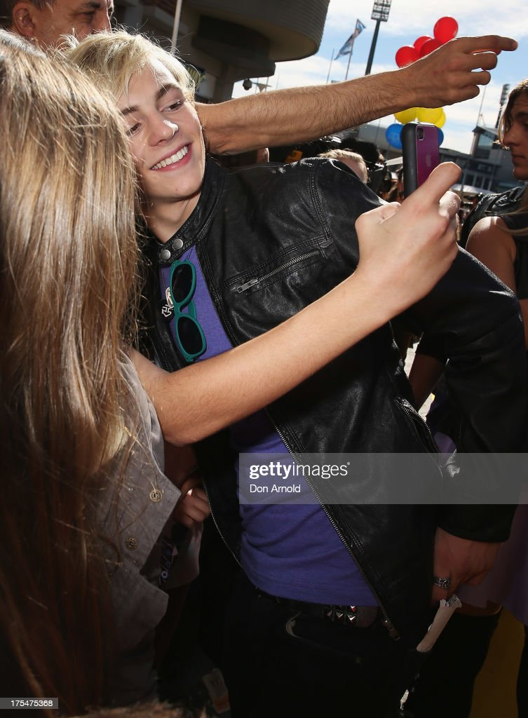 <a gi-track='captionPersonalityLinkClicked' href=/galleries/search?phrase=Ross+Lynch&family=editorial&specificpeople=4814597 ng-click='$event.stopPropagation()'>Ross Lynch</a> greets fans during the Australian premiere of The Disney Channel's 'Teen Beach Movie' on August 4, 2013 in Sydney, Australia.