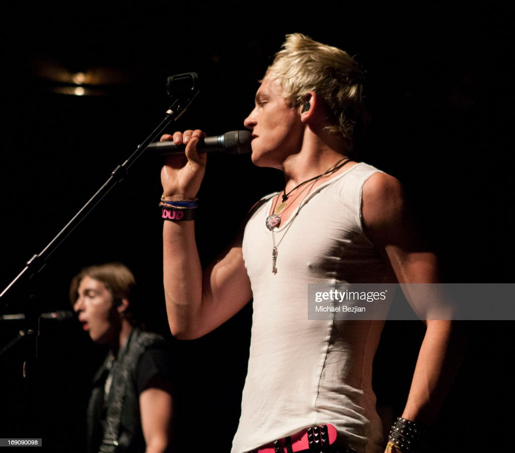 <a gi-track='captionPersonalityLinkClicked' href=/galleries/search?phrase=Ross+Lynch&family=editorial&specificpeople=4814597 ng-click='$event.stopPropagation()'>Ross Lynch</a> of R5 performs in concert at House of Blues Sunset Strip on May 19, 2013 in West Hollywood, California.