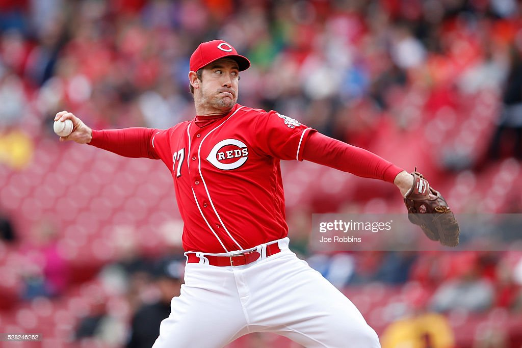 Ross Ohlendorf #27 of the Cincinnati Reds pitches against the San Francisco Giants in the ninth inning of the game at Great American Ball Park on May 4, 2016 in Cincinnati, Ohio. The Reds defeated the Giants 7-4.