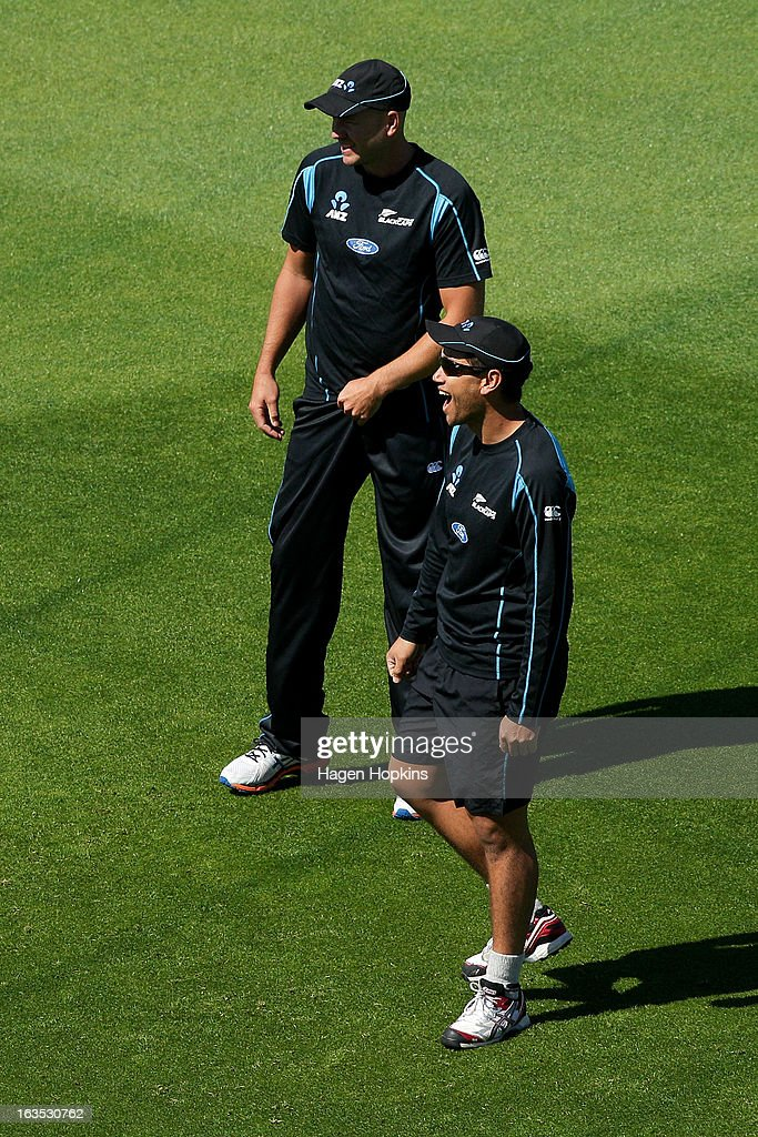 <a gi-track='captionPersonalityLinkClicked' href=/galleries/search?phrase=Ross+Taylor&family=editorial&specificpeople=845922 ng-click='$event.stopPropagation()'>Ross Taylor</a> (R) and <a gi-track='captionPersonalityLinkClicked' href=/galleries/search?phrase=Peter+Fulton&family=editorial&specificpeople=658568 ng-click='$event.stopPropagation()'>Peter Fulton</a> enjoy a laugh during a New Zealand training session at Basin Reserve on March 12, 2013 in Wellington, New Zealand.