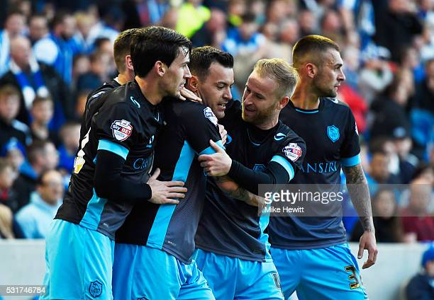 Ross Wallace of Sheffield Wednesday celebrates with team mates as he scores their first and equalising goal during the Sky Bet Championship Play Off...