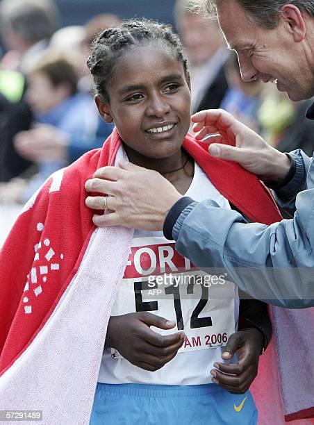 Ethiopia's Mindaye Gishu celebrates after winning the Women's Rotterdam Marathon 09 April 2006 AFP PHOTO/ANP/KOEN SUYK NETHERLANDS OUT