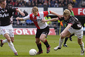 Feyenoord's Dirk Kuyt vies with FC Twente's Peter Niemeyer 02 April 2006 in Rotterdam Feyenoord beat Twente with 42 AFP PHOTO/ANP PHOTO MARTEN VAN...