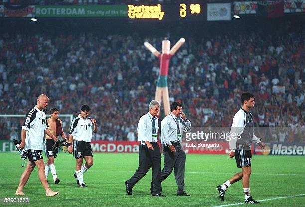 EURO 2000 Rotterdam PORTUGAL DEUTSCHLAND 30 vlnr Carsten JANCKER/GER Sebastian DEISLER/GER Paulo RINK/GER TEAMCHEF Erich RIBBECK/GER TRAINER Humberto...