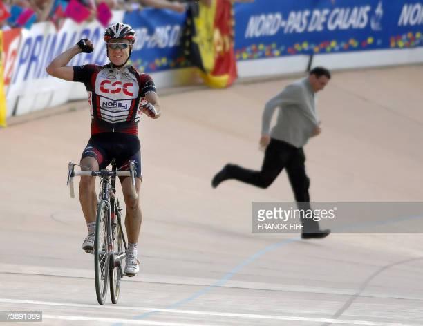 Australian Stuart O'Grady celebrates as he crosses the finish line to win the 105th ParisRoubaix cycling race between Compiegne and Roubaix 15 April...