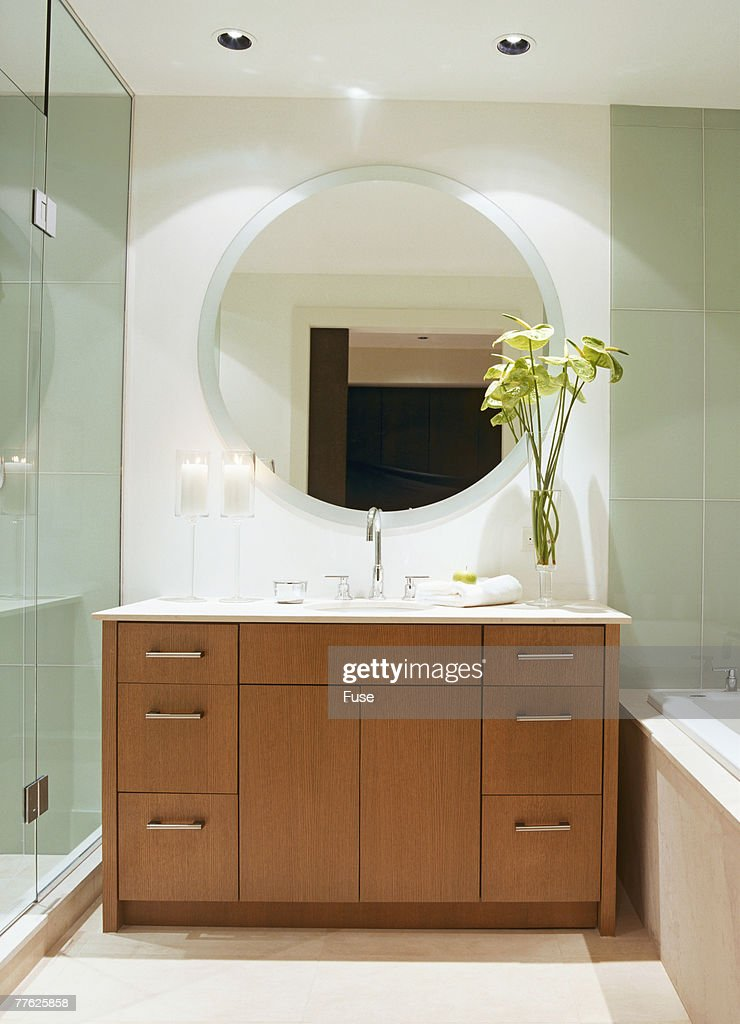 Round Wall Mirror Over Sink In Contemporary Bathroom Stock