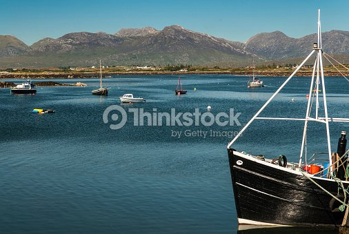 Roundstone Harbor and the Bens : Stock Photo